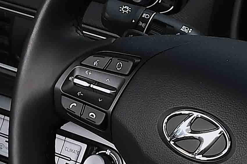 Hyundai Kona Electric 2021 steering wheel
