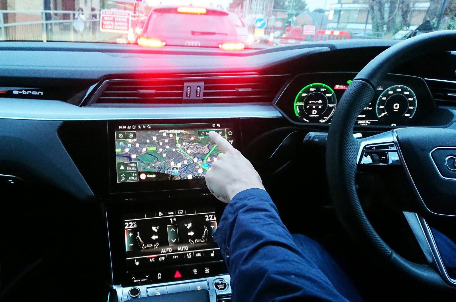 LT Audi E-tron Sportback - using touchscreen