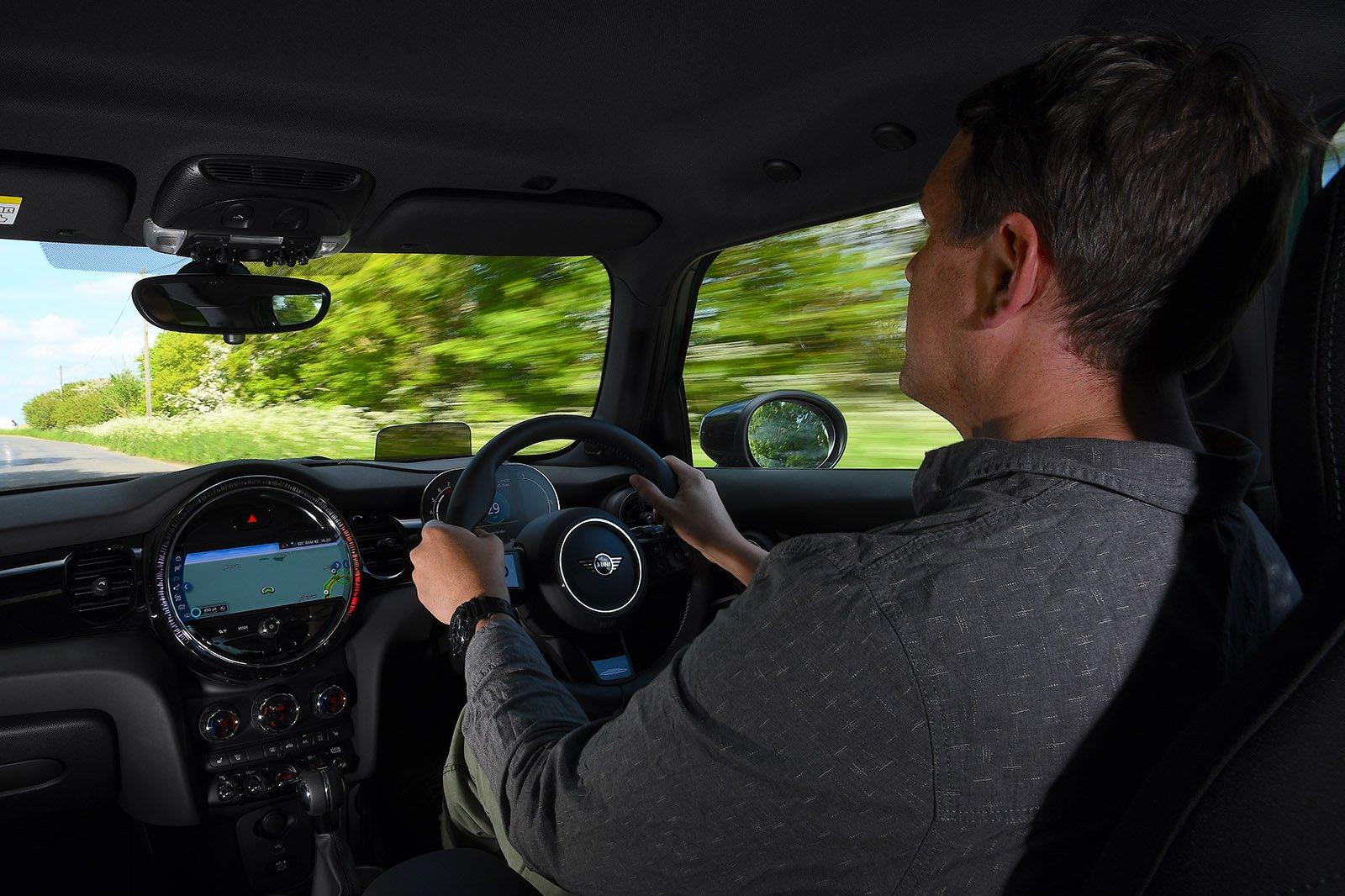 2021 Mini Hatchback 5dr Cooper Sport Haining driving