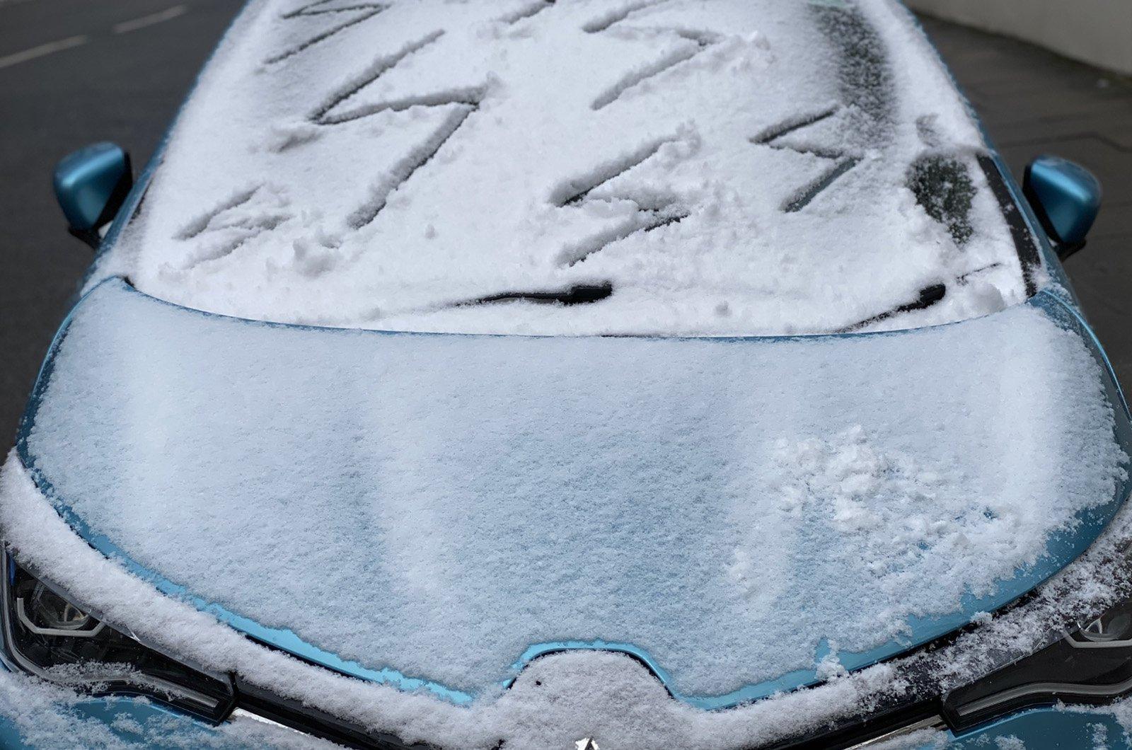 Renault Zoe long-term frost on screen