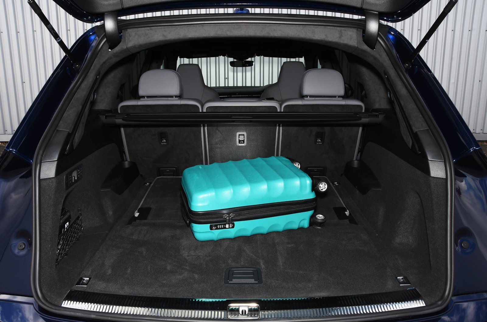 Audi Q7 2021 boot