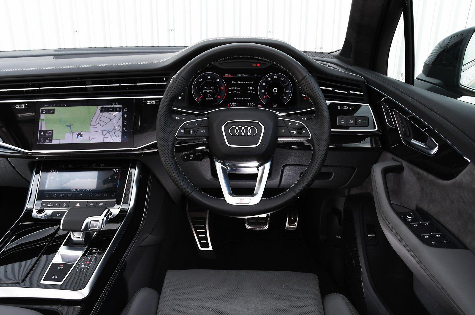 Audi Q7 2021 dashboard