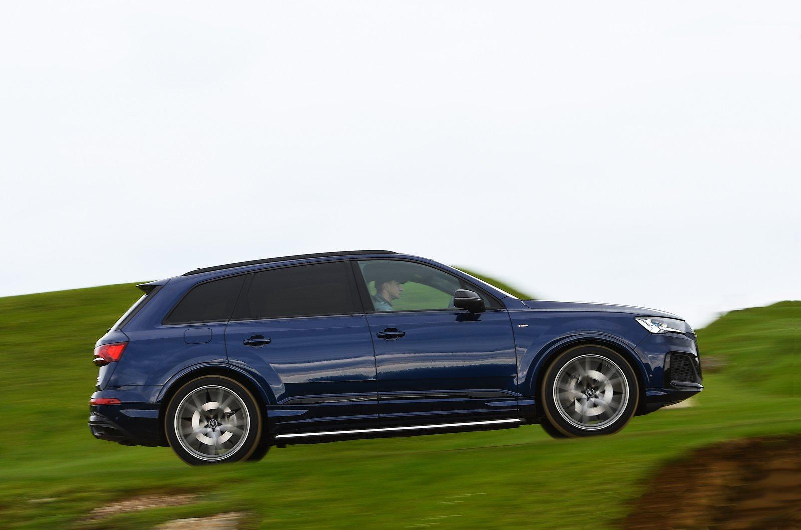 Audi Q7 2021 side