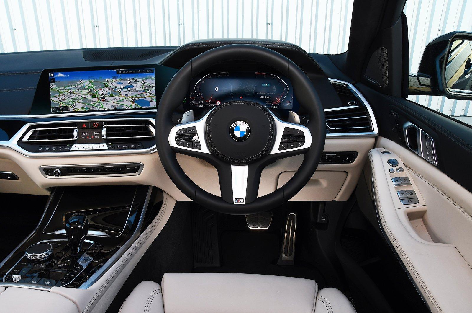 BMW X7 2021 dashboard