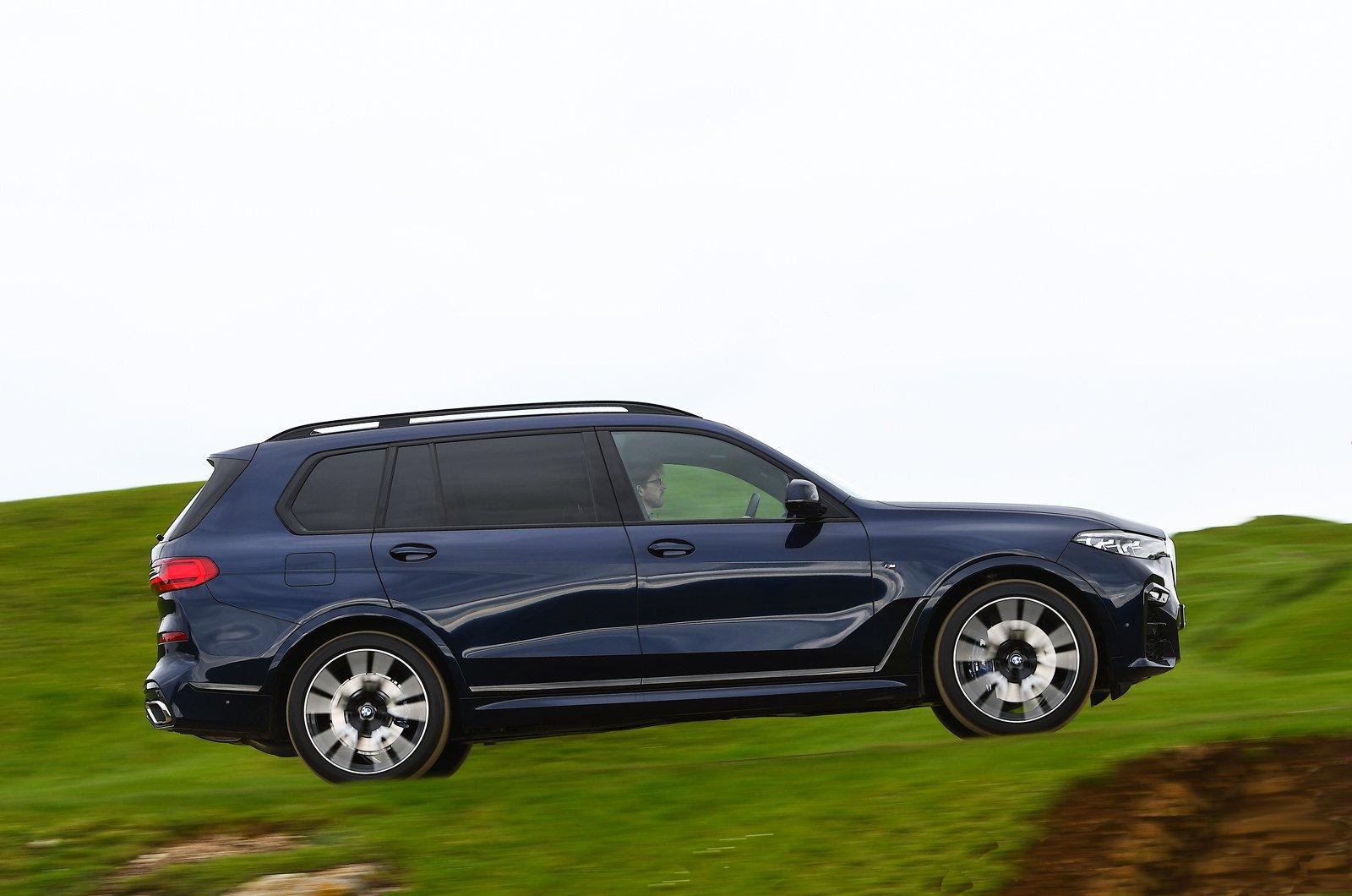 BMW X7 2021 side