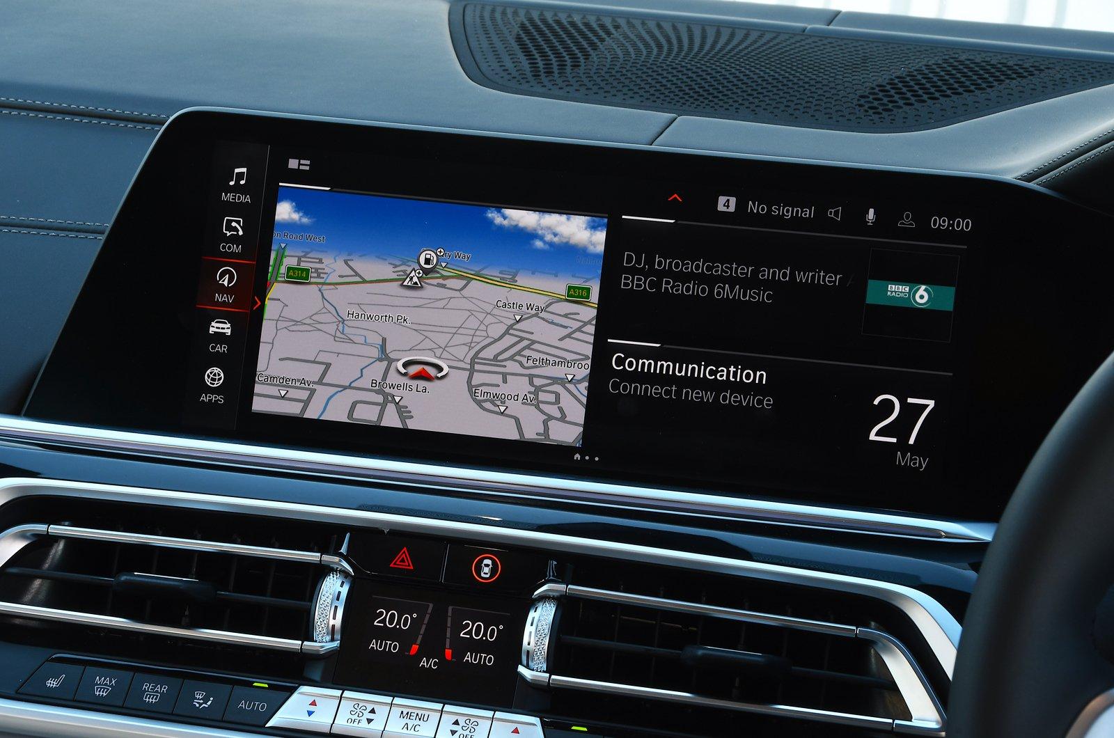 BMW X7 2021 touchscreen
