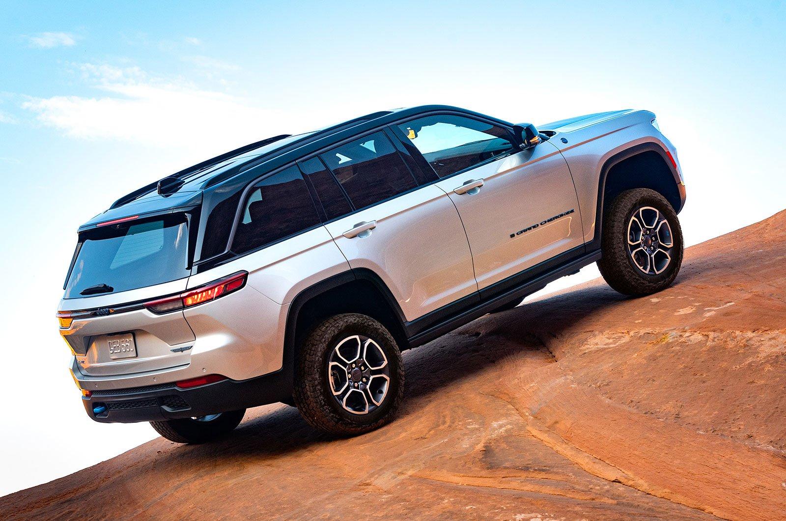 2022 Jeep Grand Cherokee posteriore