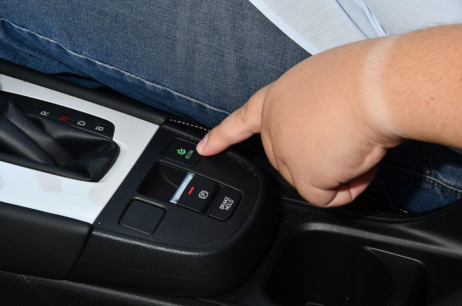 Honda Jazz economy button