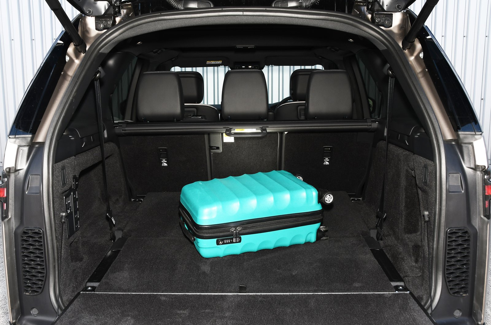Land Rover Discovery 2021 boot