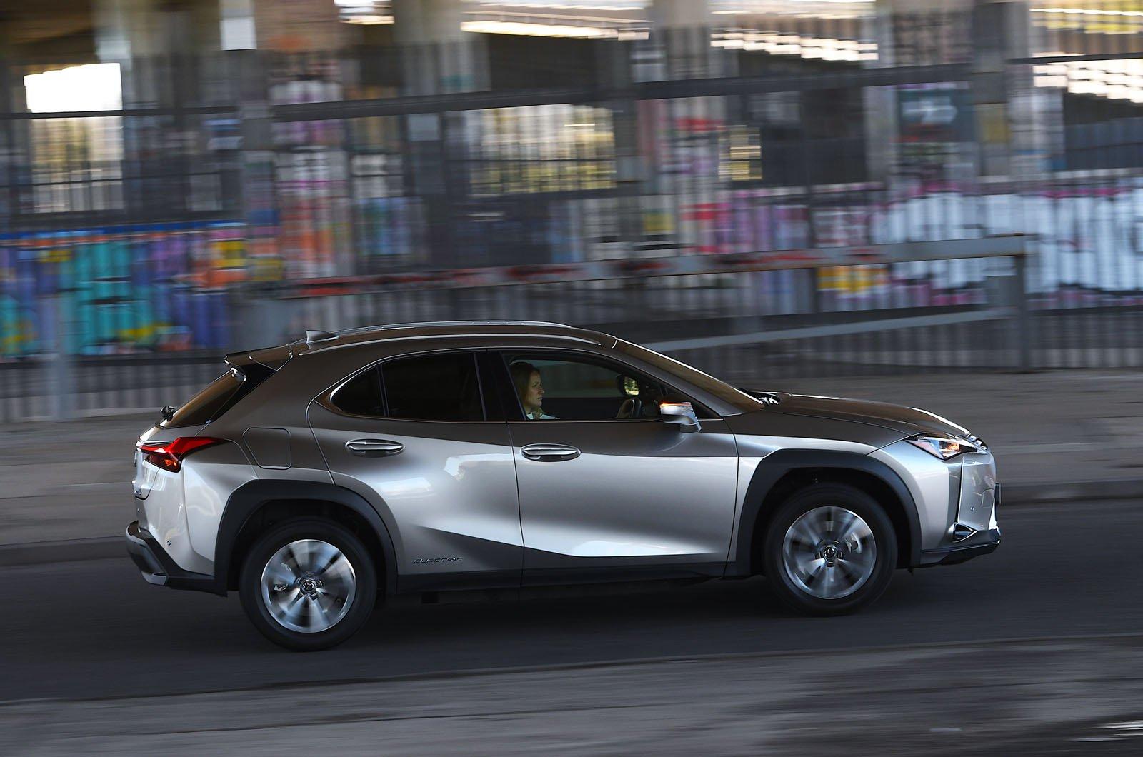 Lexus UX300e 2021 side