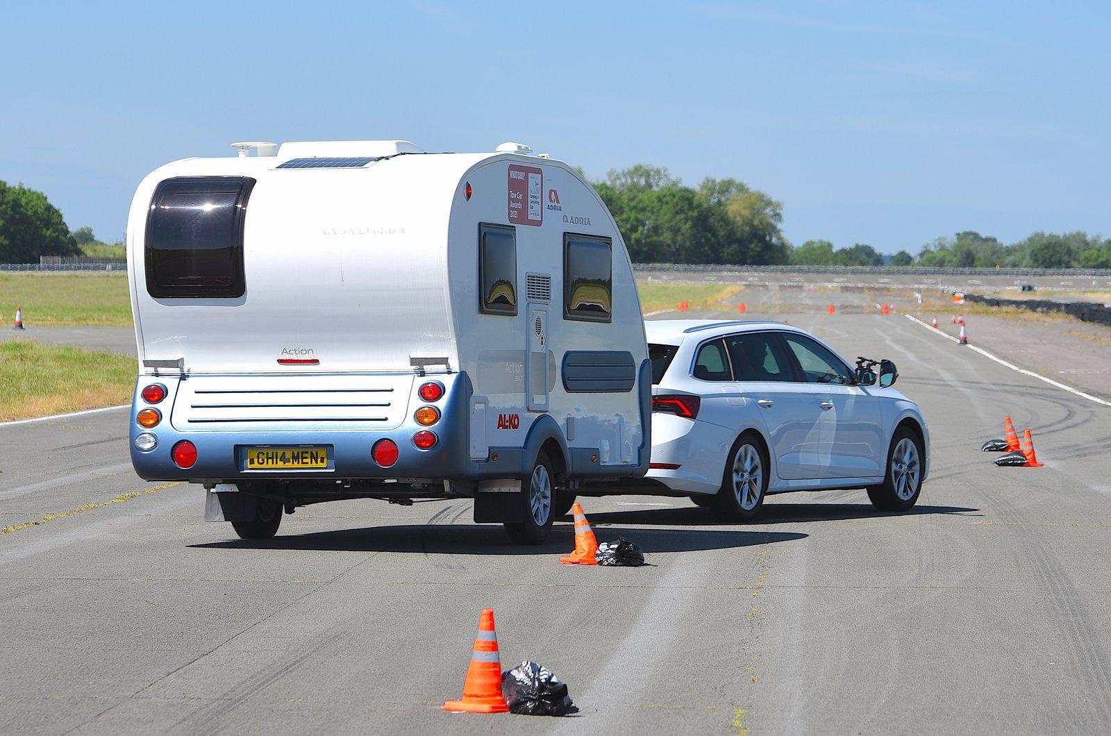 Tow Car Awards 2021 - lane change stability test