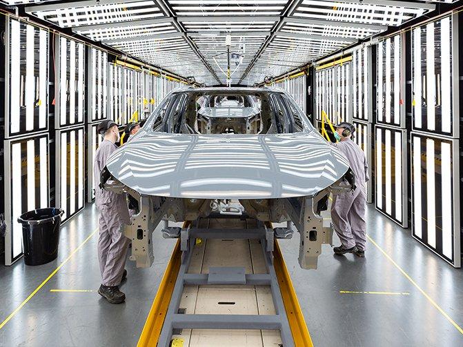 Nissan car manufacturing