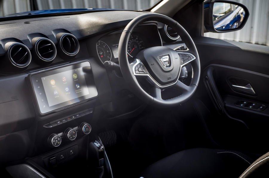 2022 Dacia Duster interni commerciali