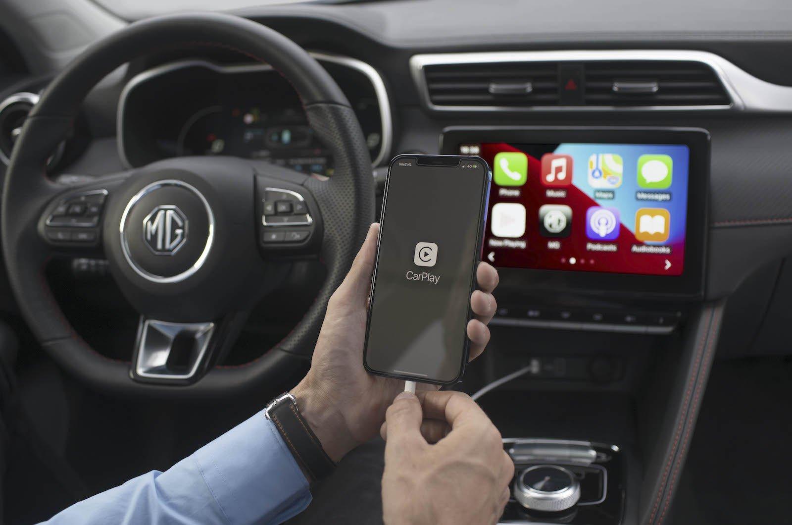MG ZS EV 2021 interior with carplay