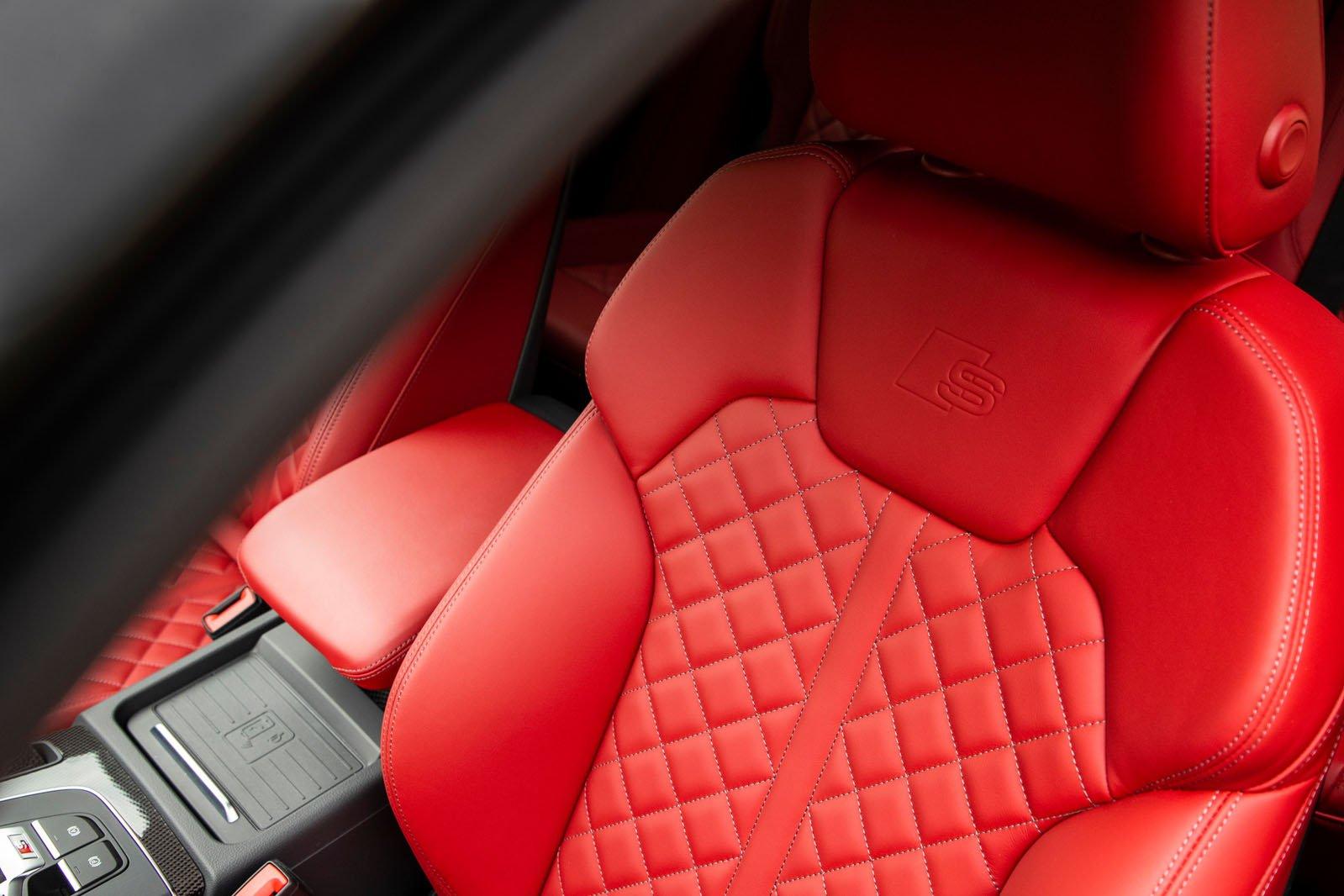 Audi SQ5 2019 front seats