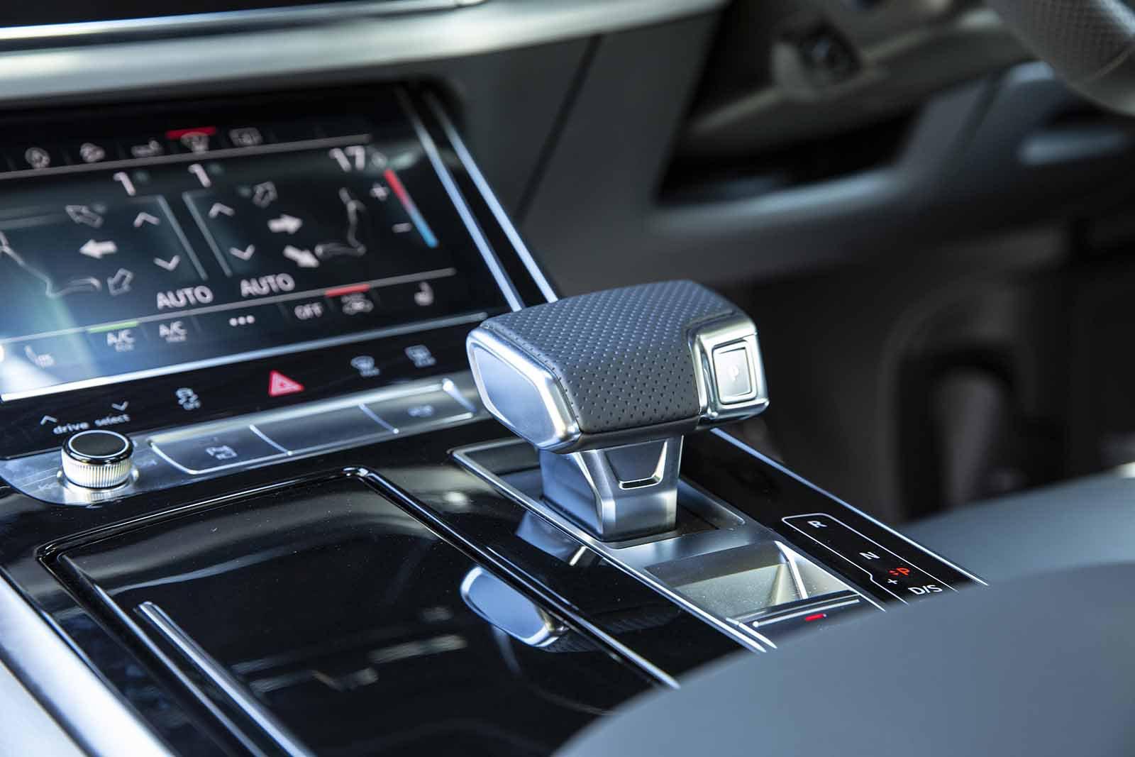 Audi Q7 2019 RHD centre console