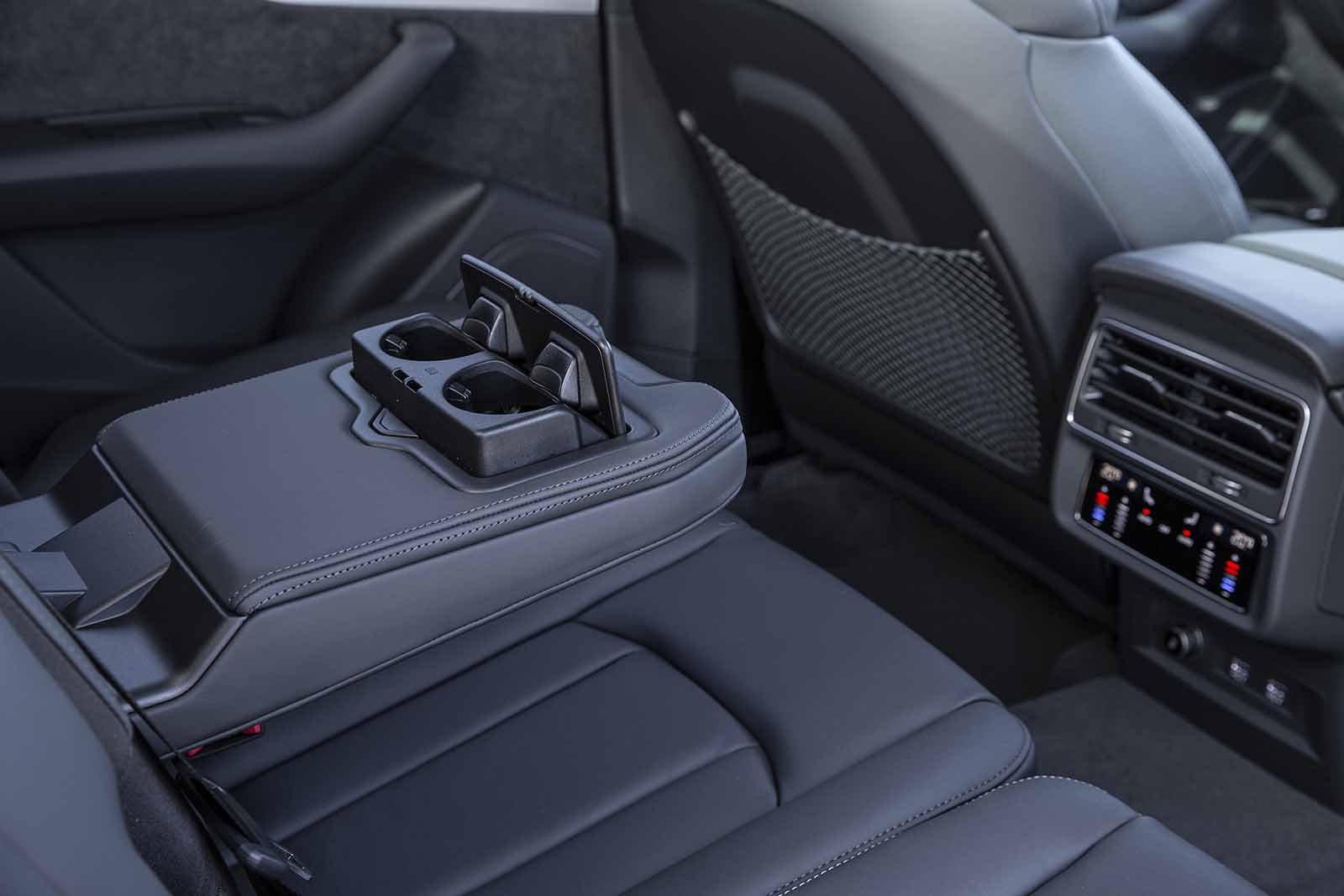 Audi Q7 2019 RHD rear seats