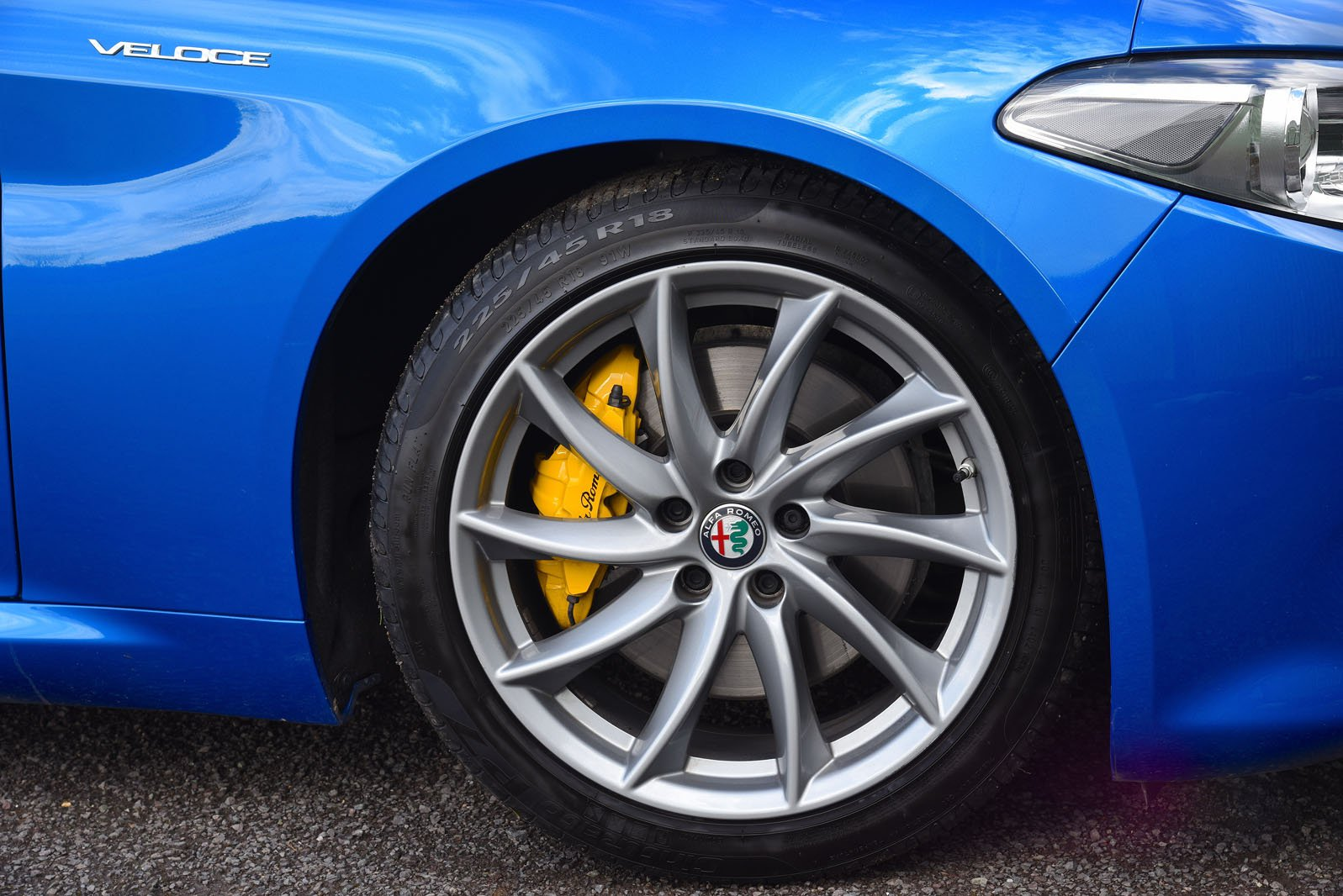 Alfa Romeo Giulia 2018 right front wheel detail