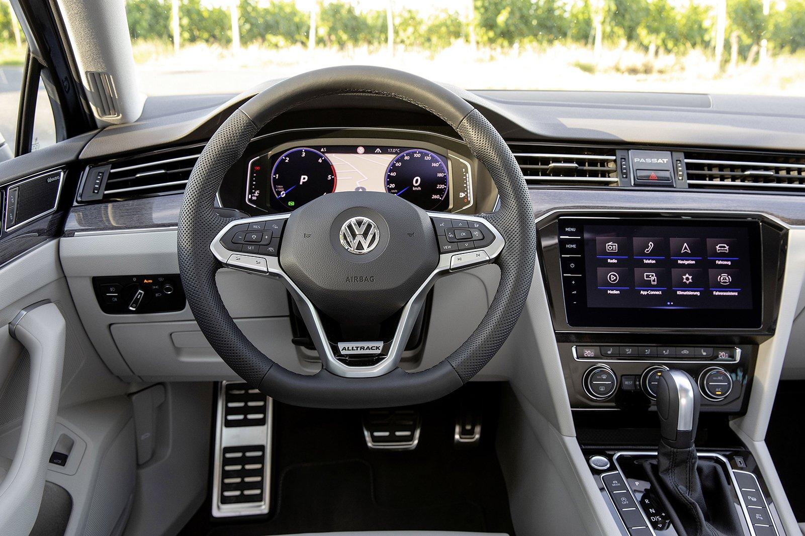 Volkswagen Passat Alltrack 2019 LHD dashboard