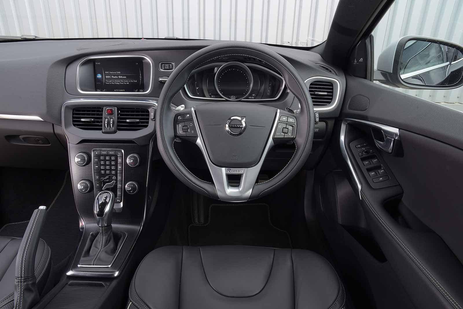 Volvo V40 Interior, Sat Nav, Dashboard | What Car?