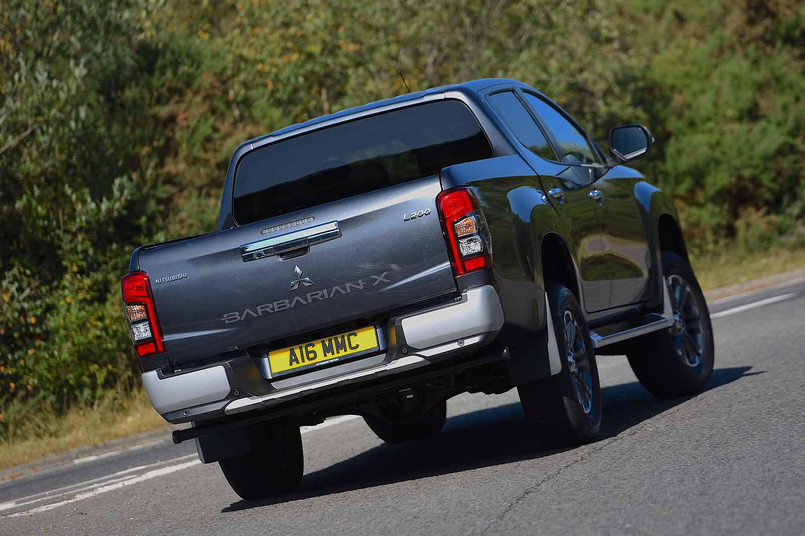 Mitsubishi L200 2021 RHD rear tracking