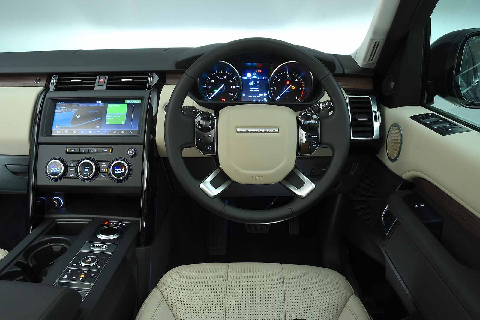 Land Rover Discovery 2019 RHD dashboard