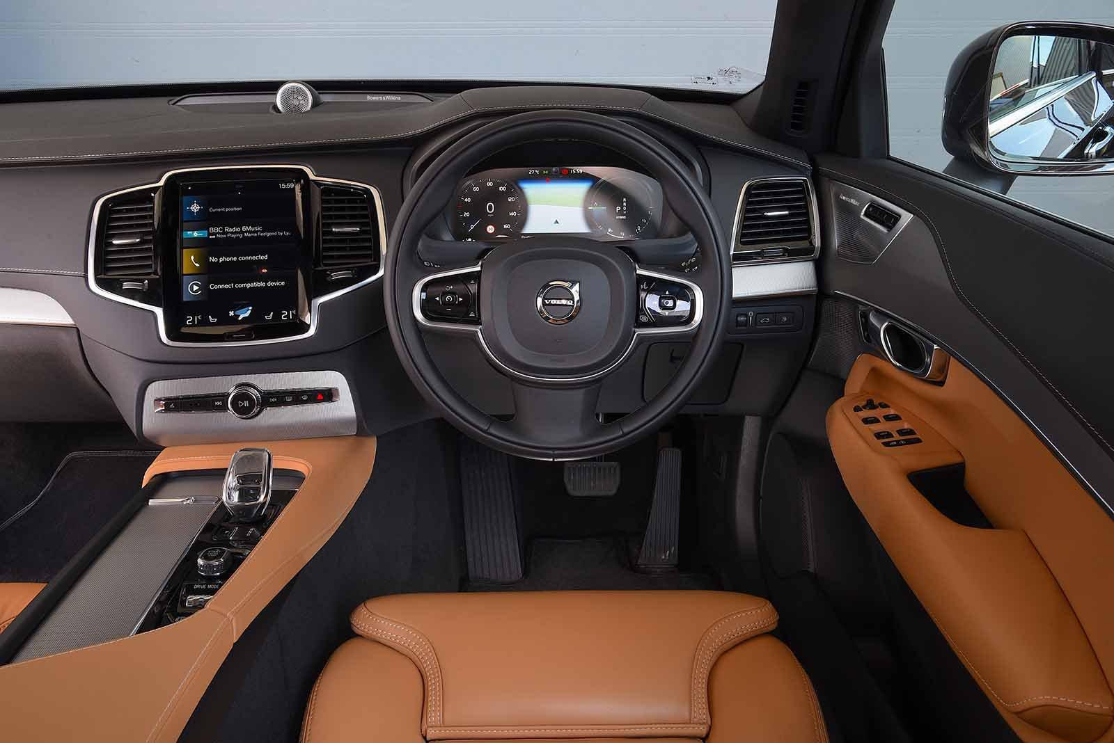 Volvo XC90 2019 RHD dashboard