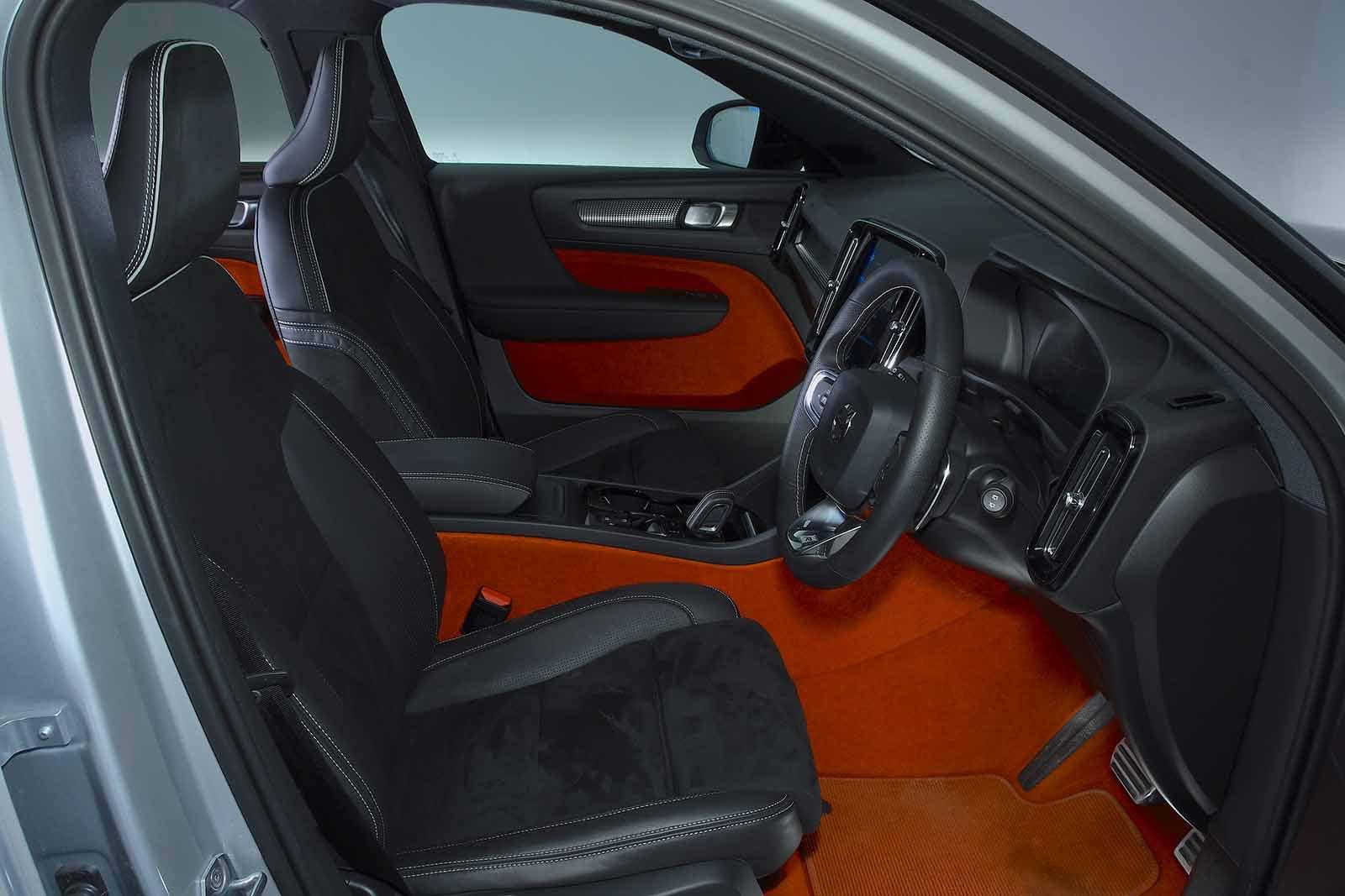 Volvo XC40 2019 RHD front seats