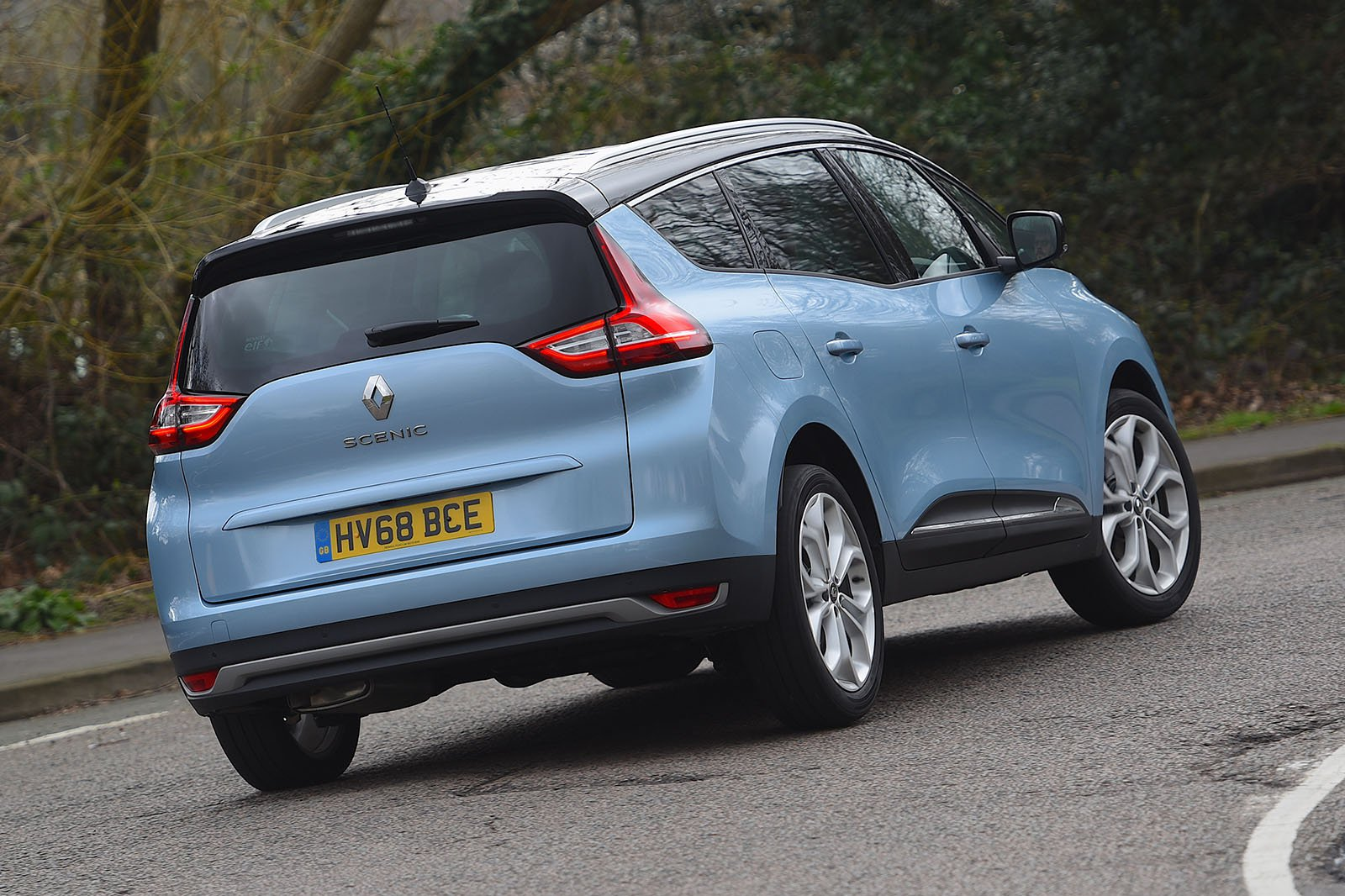 Renault Grand Scenic 2019 rear cornering shot