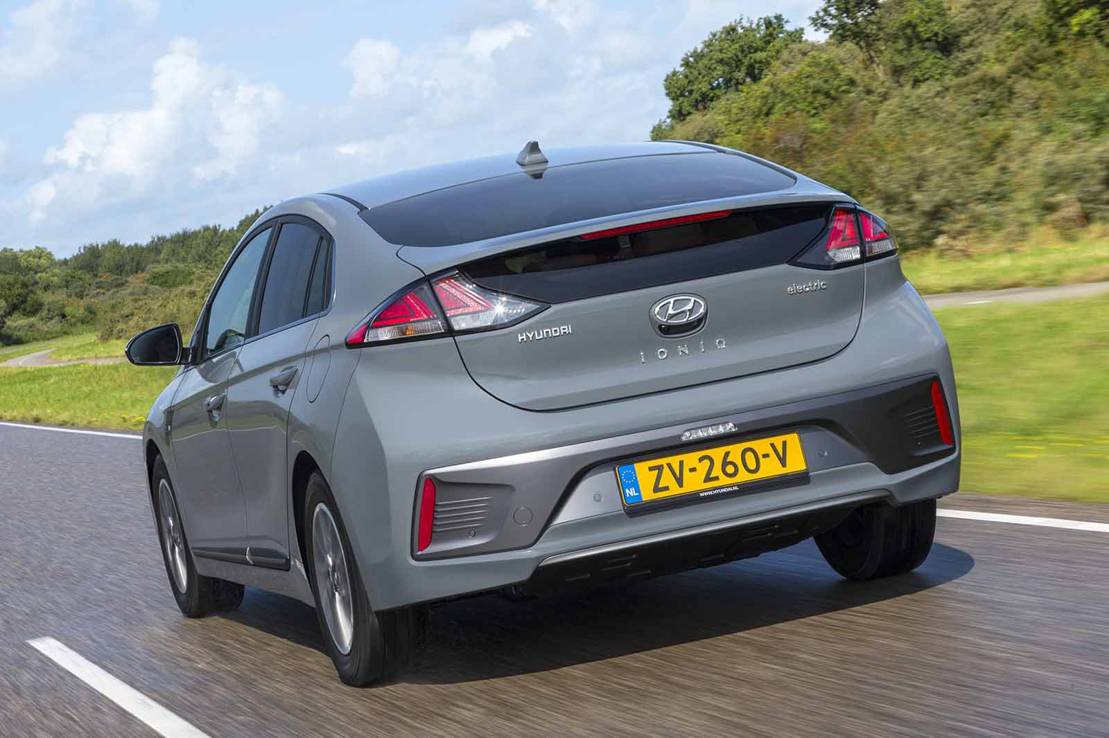 Hyundai Ioniq Hybrid 2019 rear tight tracking