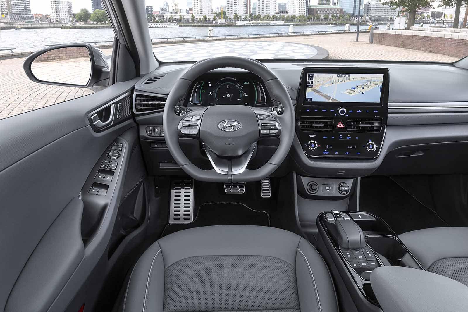 Hyundai Ioniq Hybrid 2019 dashboard