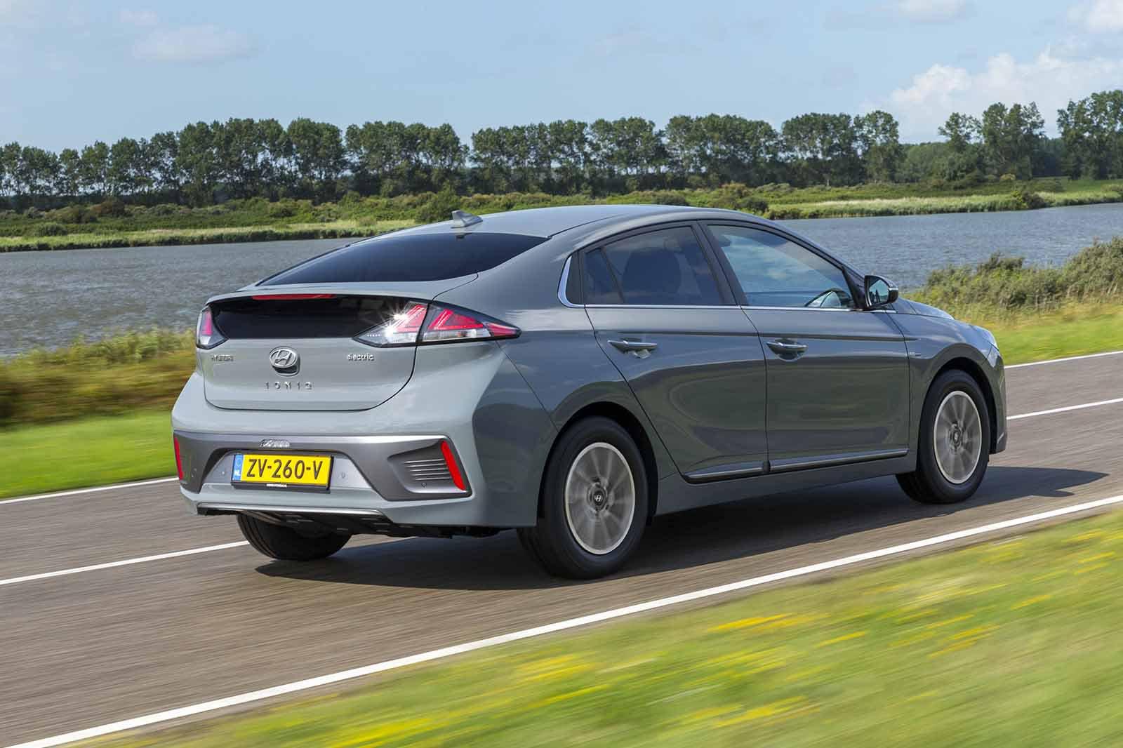 Hyundai Ioniq Hybrid 2019 rear wide tracking