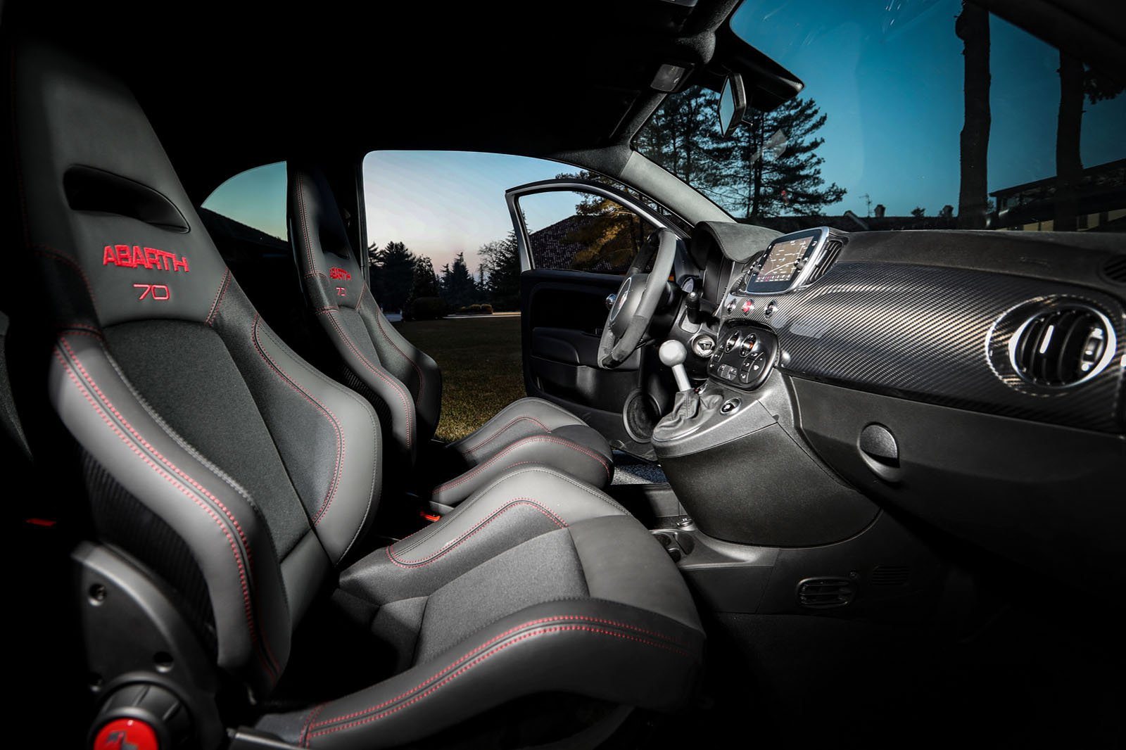 Abarth 595 2019 LHD front seats