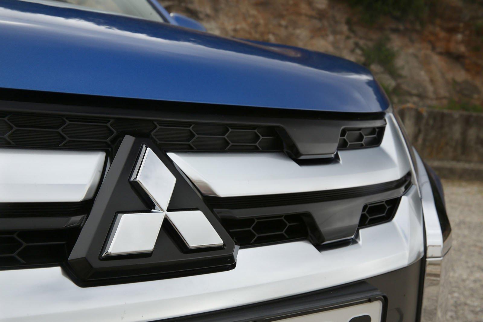 Mitsubishi ASX 2019 front grille detail