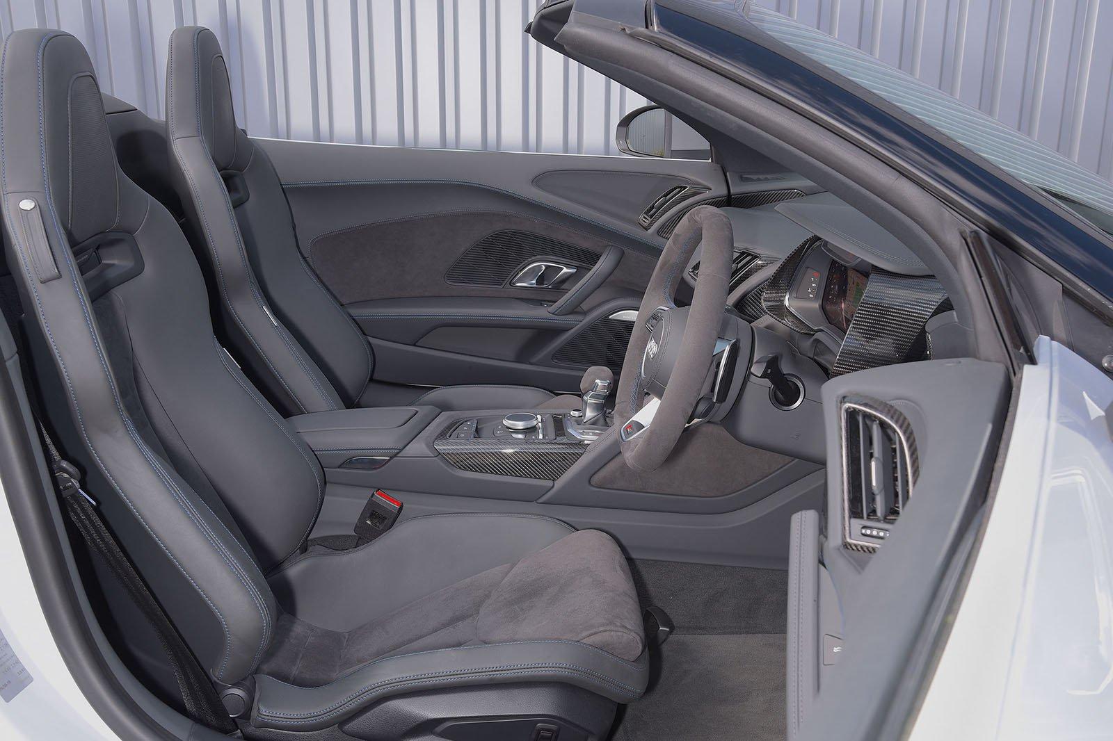Audi R8 Spyder 2019 RHD front seats