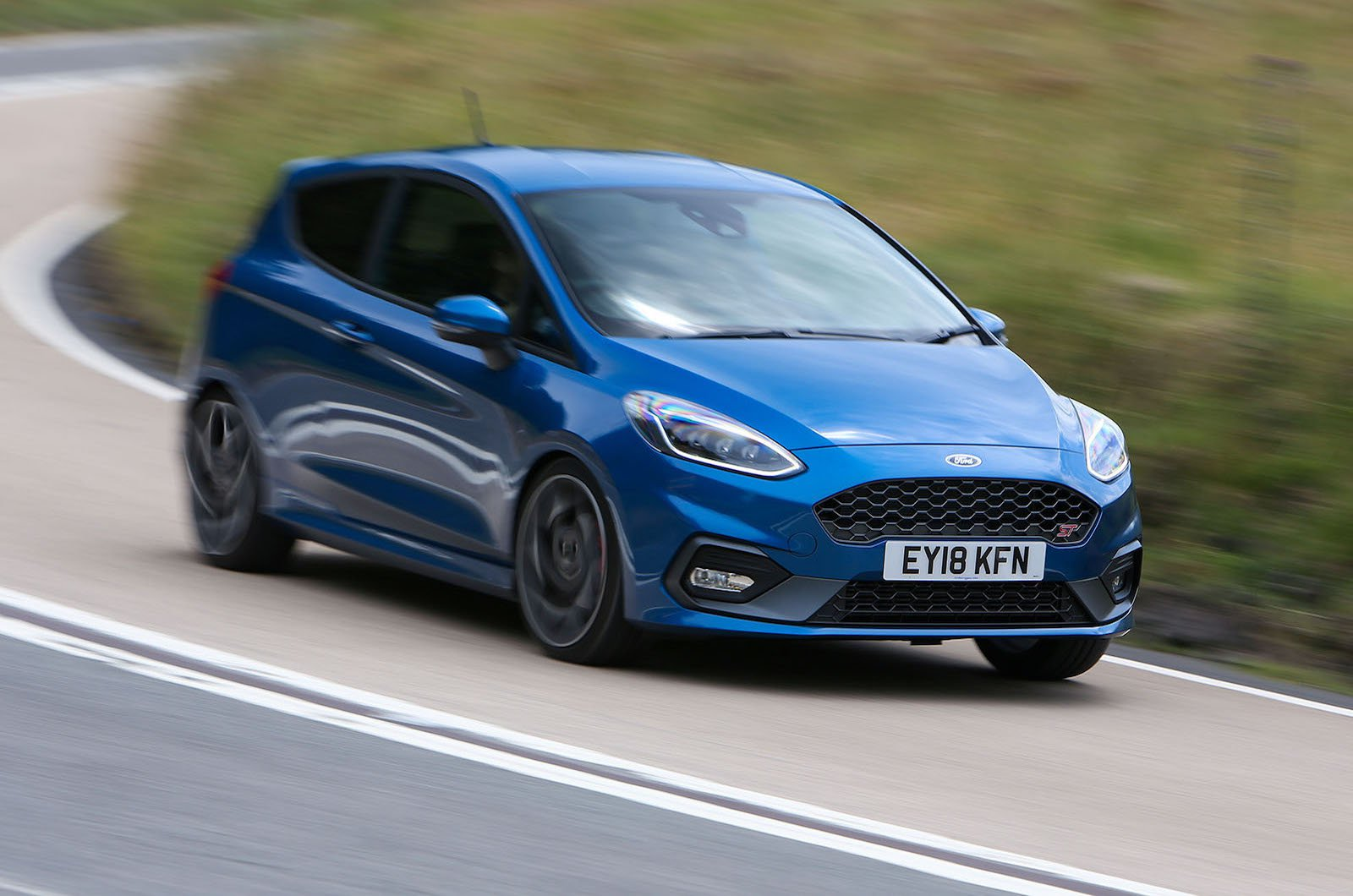 Ford Fiesta ST 2021 front cornering