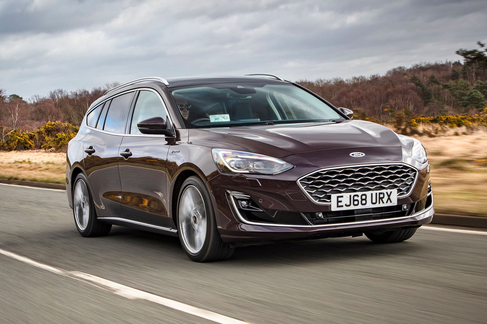 Ford Focus Estate 2019 front right tracking