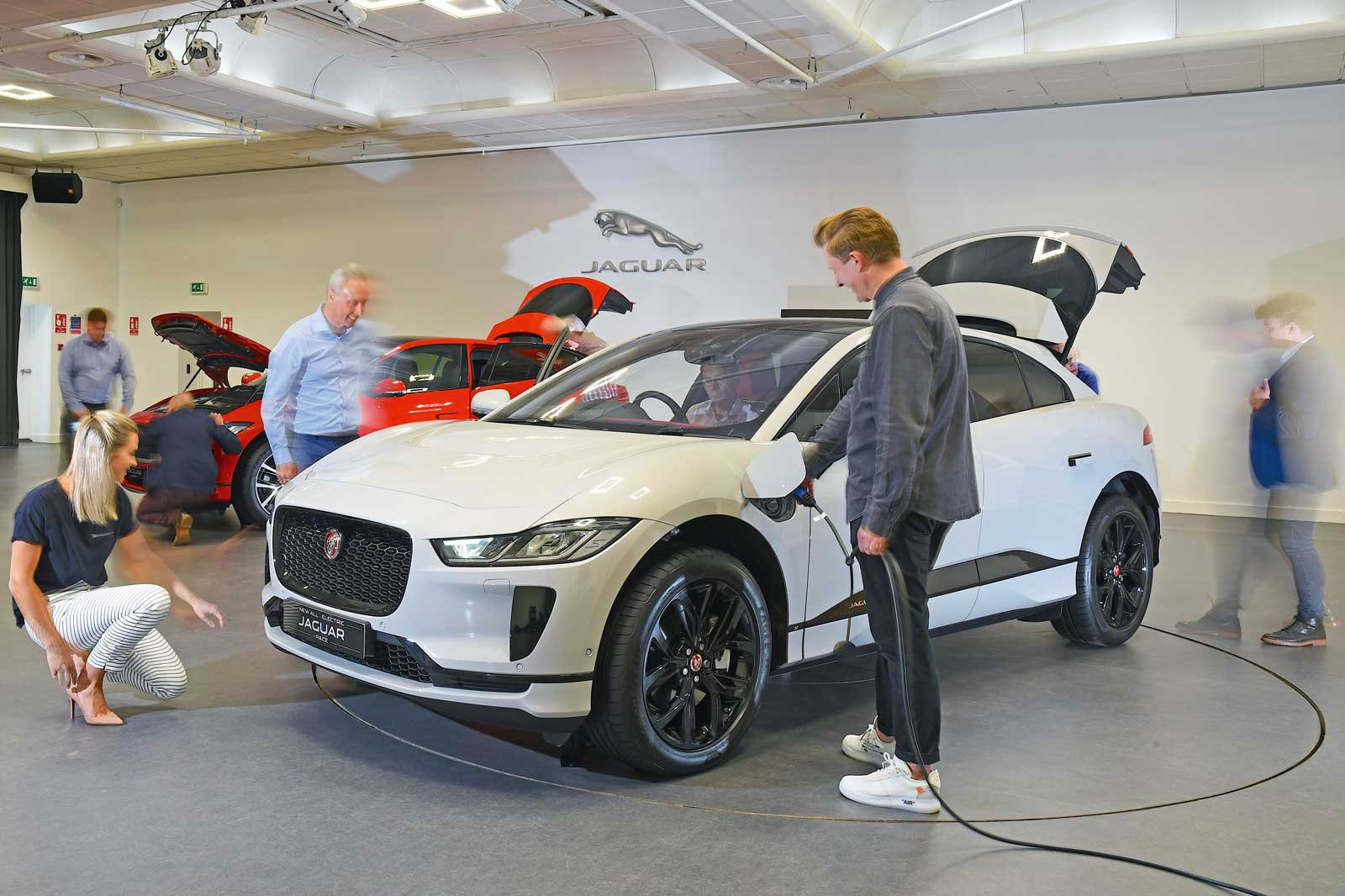 Jaguar I-Pace reader test team