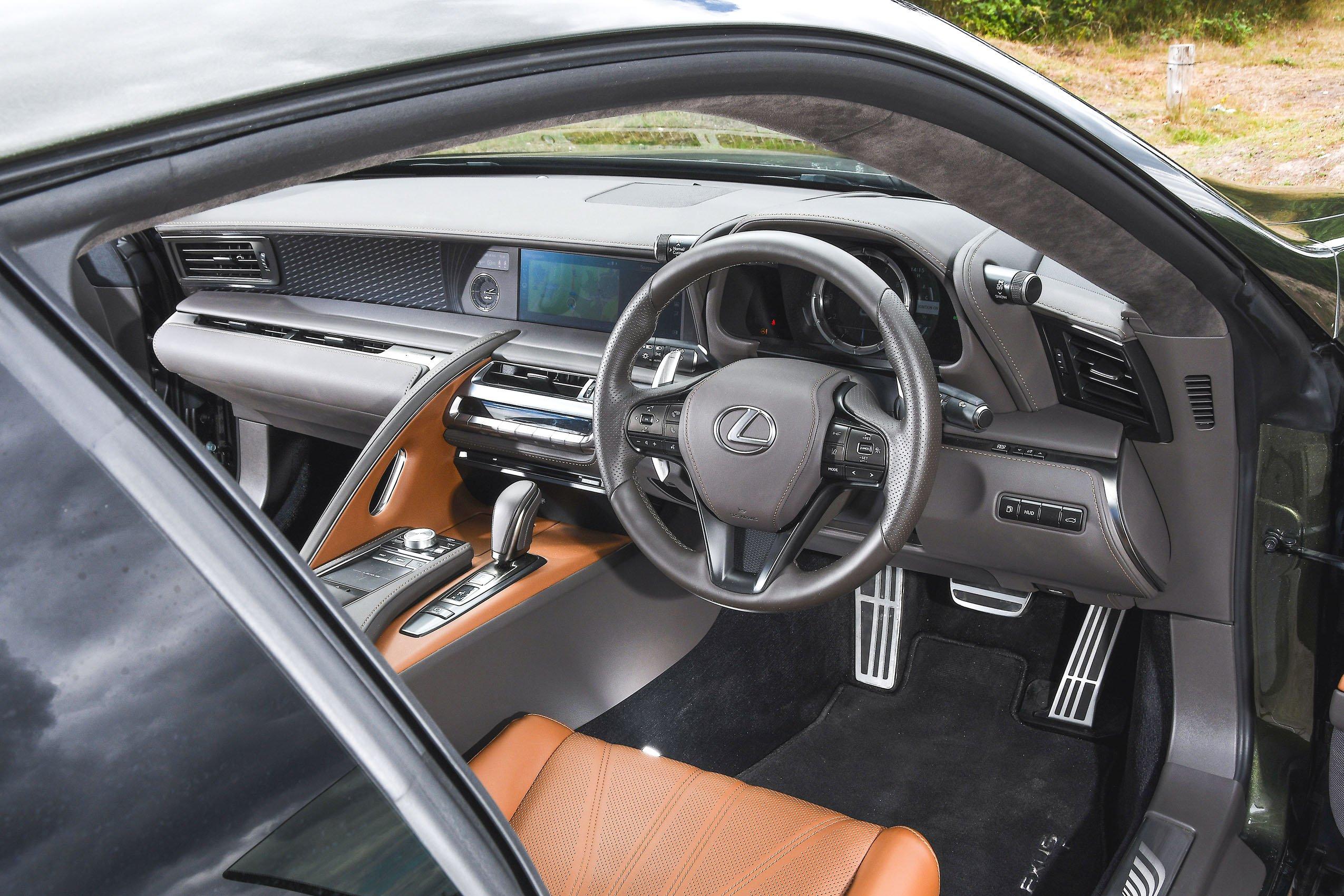 Lexus LC 500 2020 dashboard