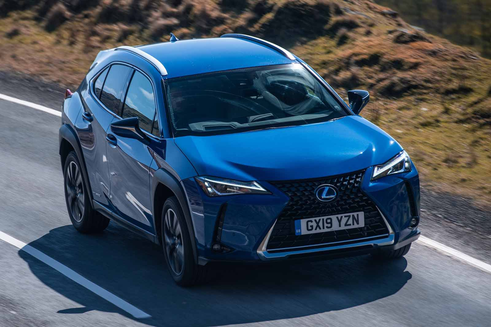 Lexus UX 2019 front tracking shot