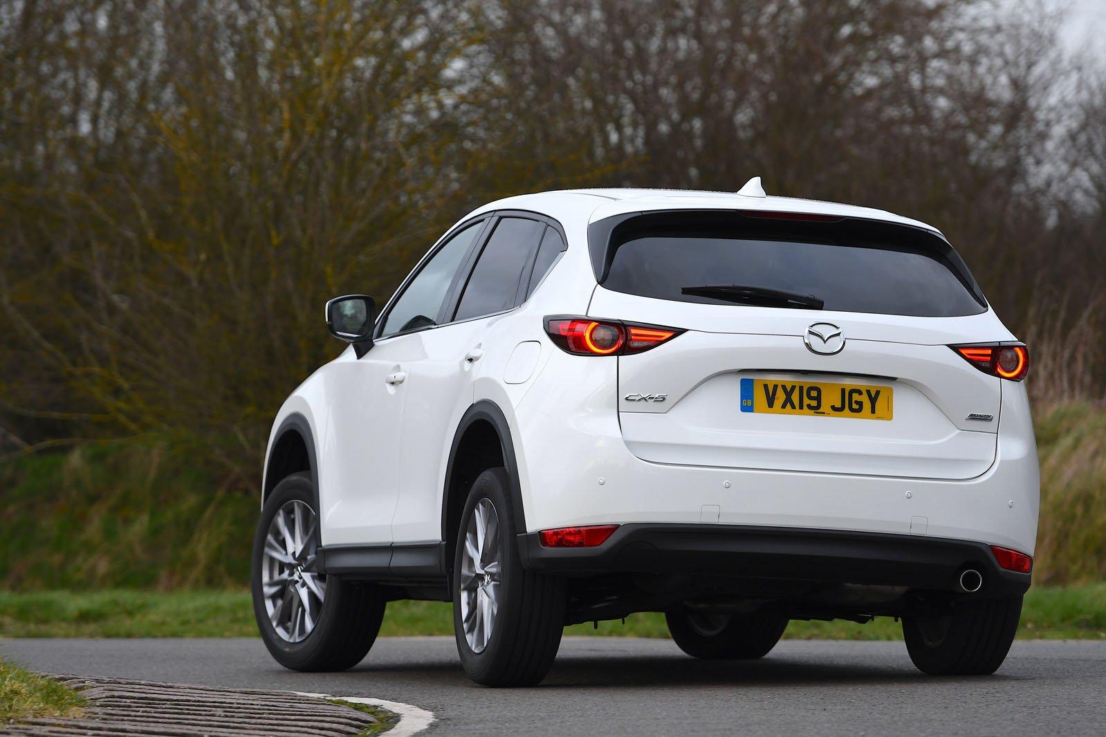Mazda CX-5 2019 left rear cornering