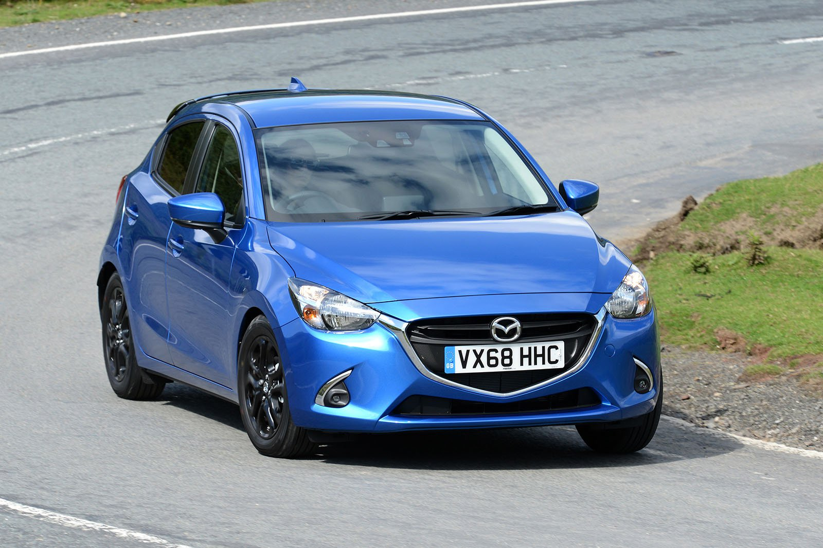 Mazda 2 2019 front right cornering shot