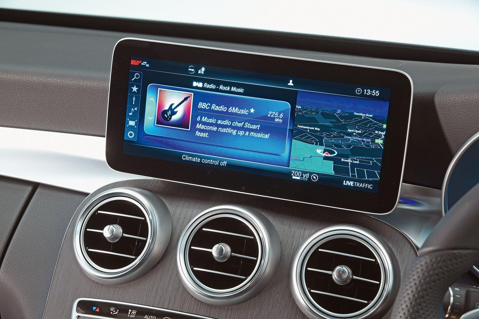 Mercedes C Class 2019 infotainment