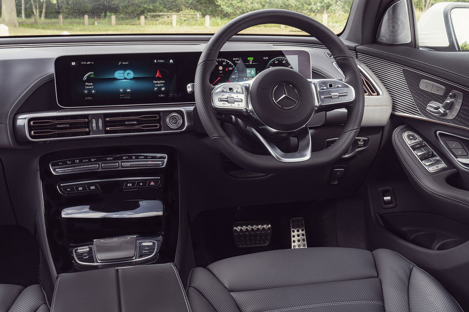 Mercedes EQC 2019 LHD dashboard