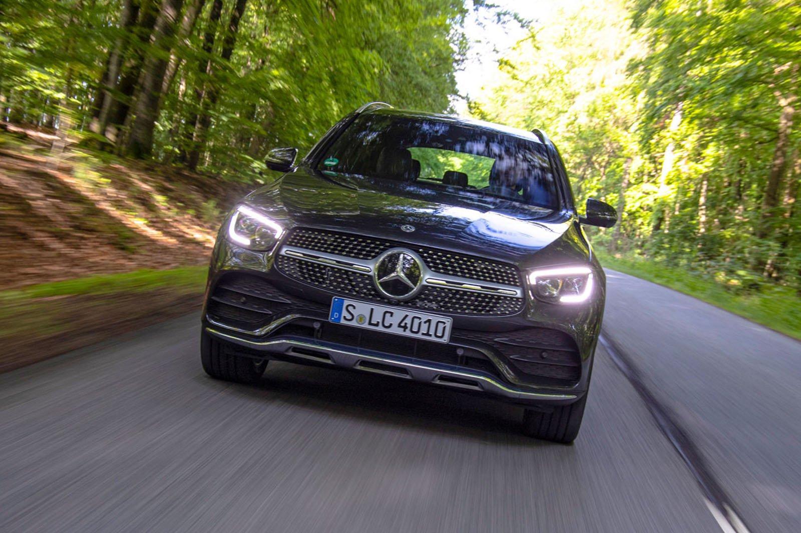 Mercedes GLC 2019 facelift front tracking shot