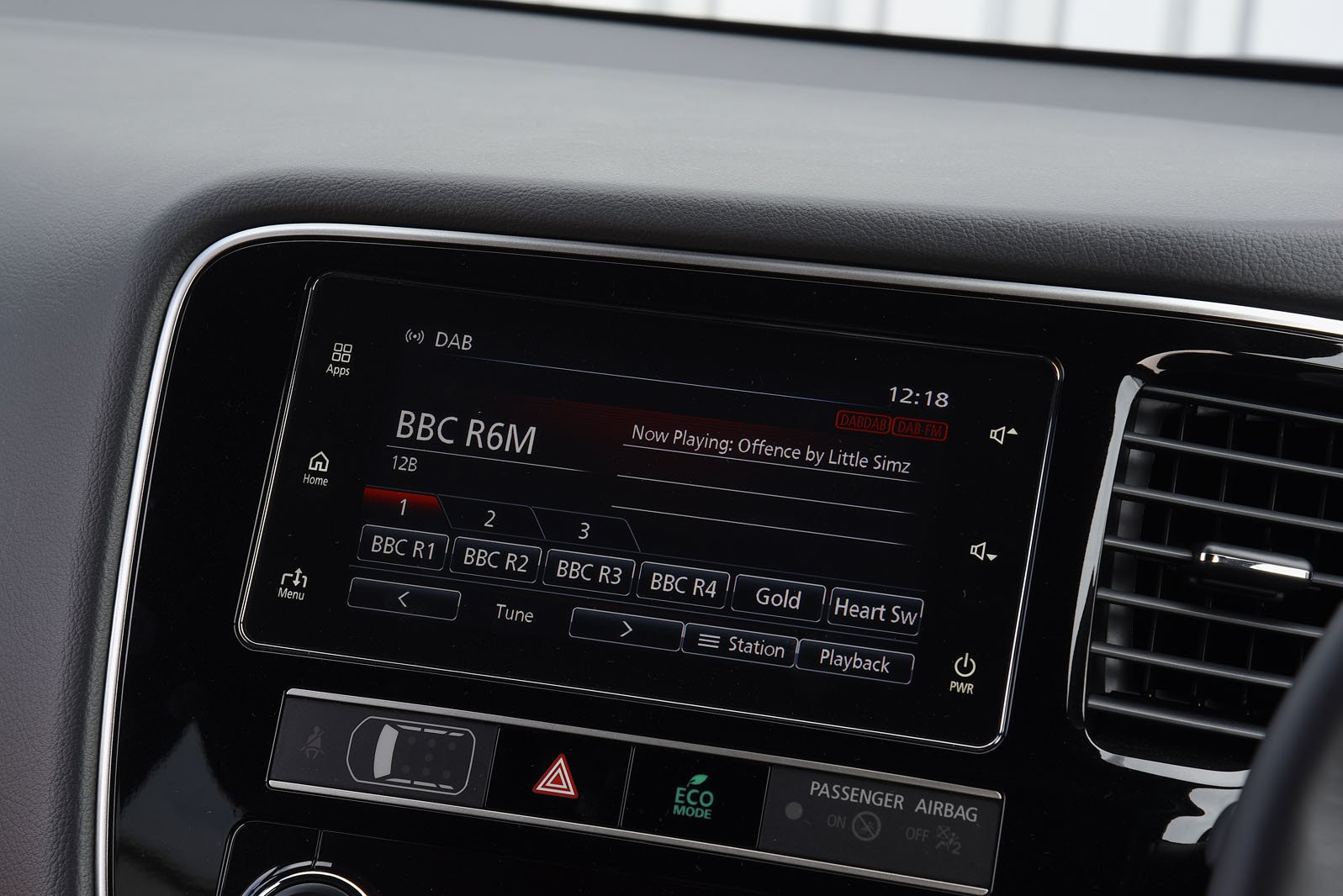 Mitsubishi Outlander RHD infotainment