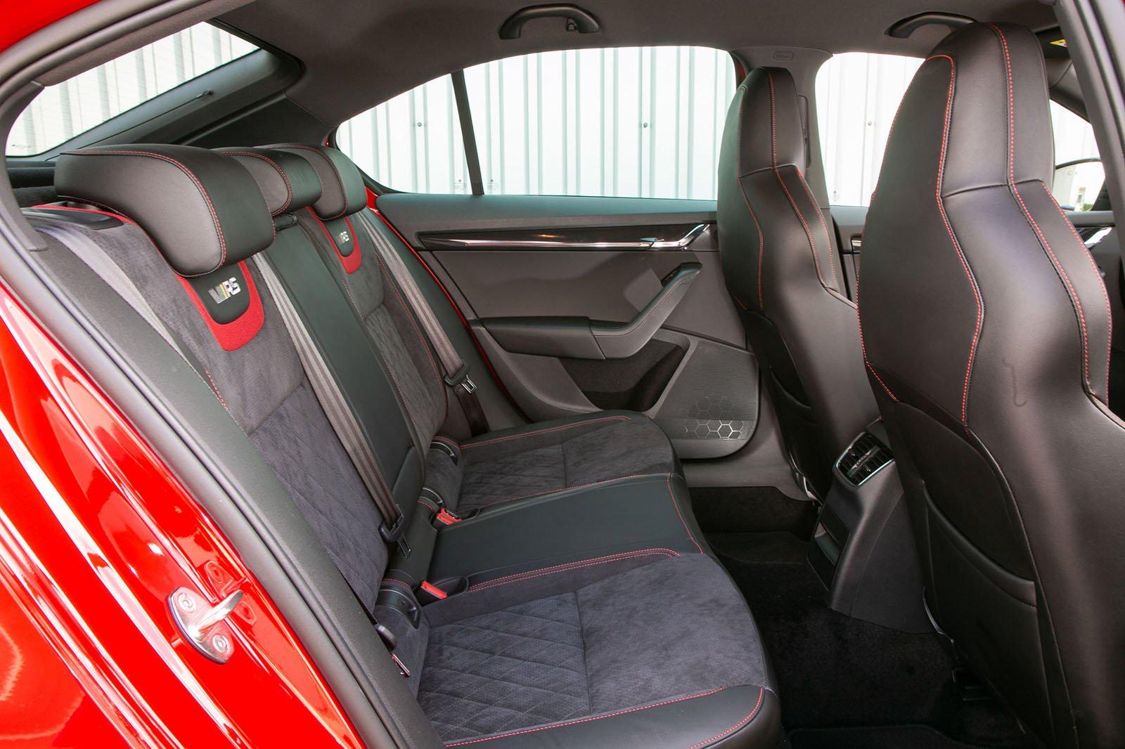 Skoda Octavia vRS 2019 rear seats