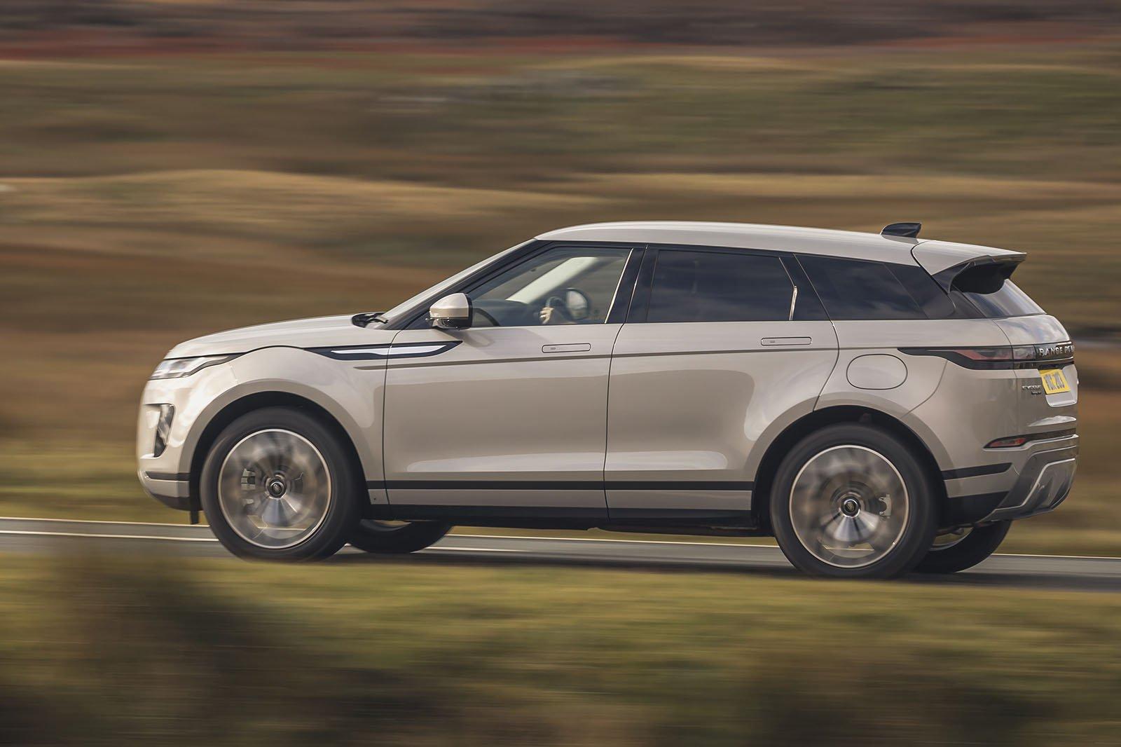 Range Rover Evoque 2021 left panning