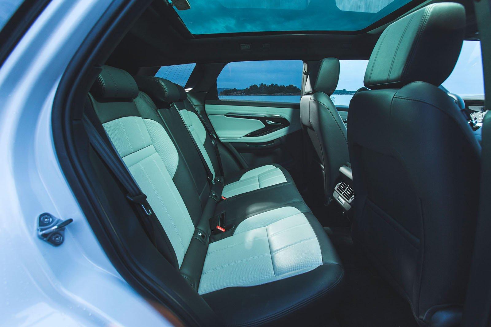 Range Rover Evoque 2019 rear space