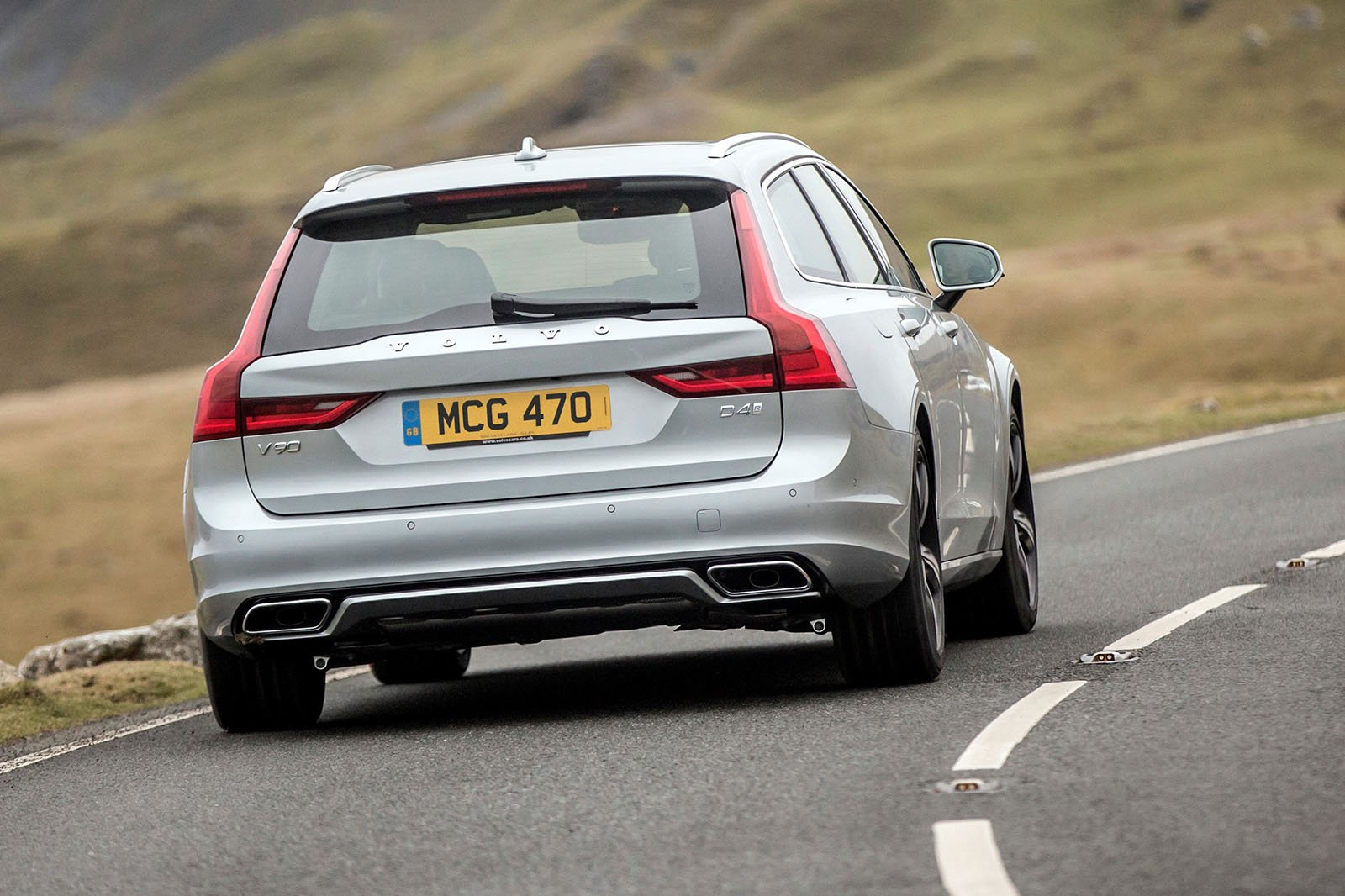 Volvo V90 2018 rear cornering